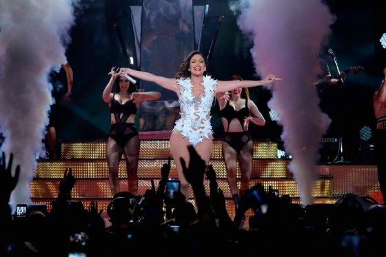 Jennifer López presentará los American Music Awards