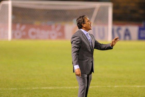 Jorge Luis Pinto confía en dirigentes deportivos acusados de corrupción
