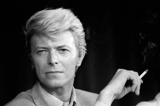 David Bowie deja el 50% de su fortuna a su viuda, la supermodelo Iman