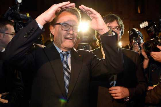 Independentista Puigdemont, investido nuevo presidente de Cataluña