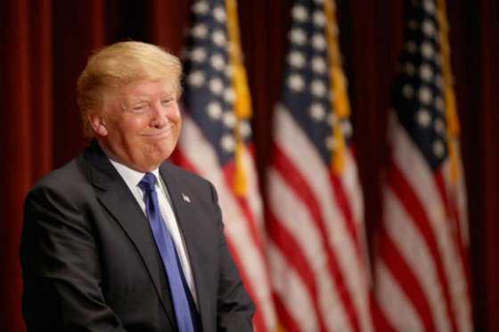 Aspirantes republicanos se burlan de Donald Trump, ausente en debate