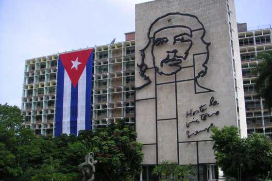 Cuba se compromete a diversificar sus relaciones comerciales para no depender de EEUU