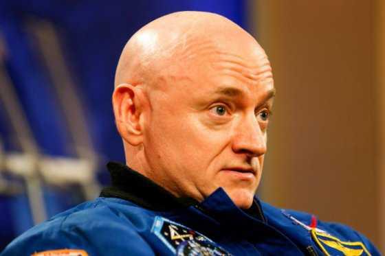 El astronauta Scott Kelly anuncia su retiro