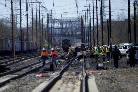 Dos muertos tras choque de tren con una excavadora en EE.UU.
