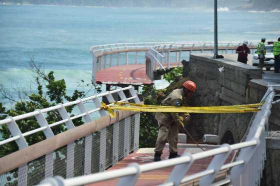 Dos muertos deja derrumbe de tramo de ciclovía construida para Juegos de Río