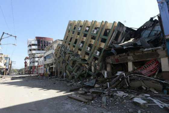 Más de medio millar de muertos por terremoto en Ecuador, donde no para de temblar