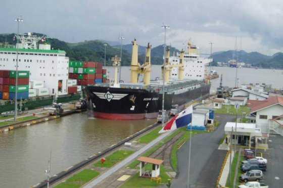Buque chino inaugurará el nuevo Canal de Panamá