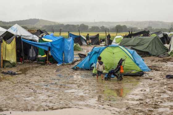 Grecia se prepara para desalojar un campo de refugiados con más de 8.500 personas