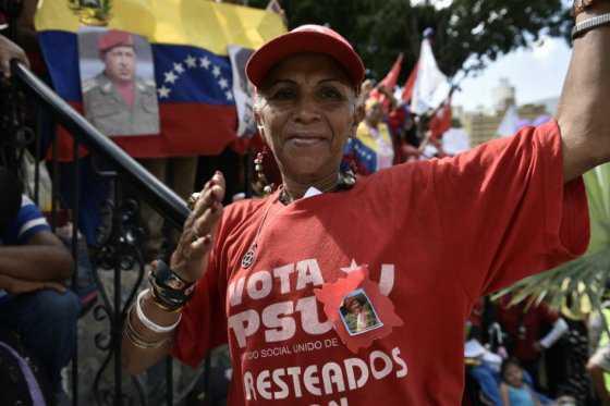 Venezuela extiende por dos semanas jornada laboral de dos días