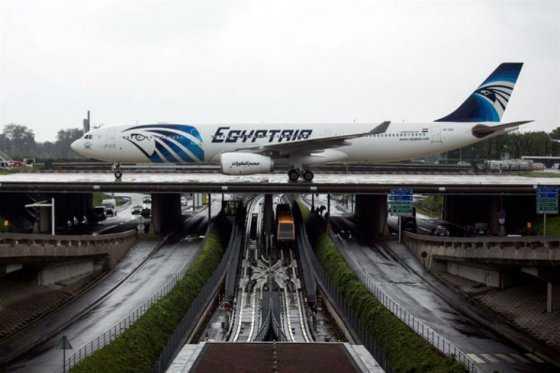 Hallan restos del avión de Egyptair al sur de la isla griega de Kárpatos