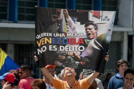 Leopoldo López dijo a Zapatero que el gobierno en Venezuela debe cambiar