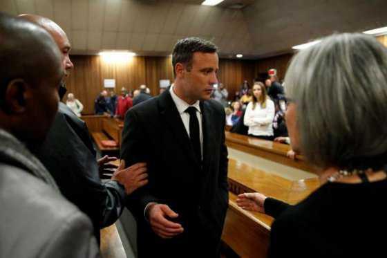 Condena a Pistorius por asesinato de su novia causó indignación y rechazo en redes sociales
