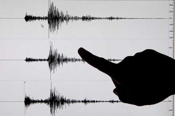Correa descartó alerta de tsunami tras fuertes réplicas en Ecuador, devastado por terremoto en abril
