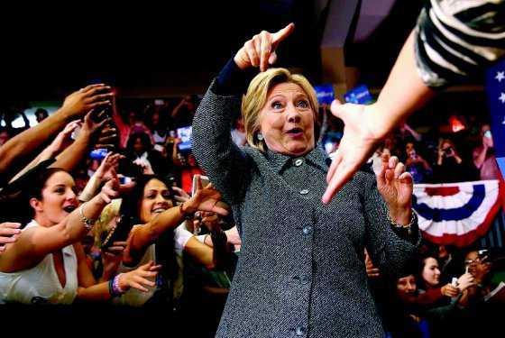 Clinton ahora supera a Trump por siete puntos, según encuesta