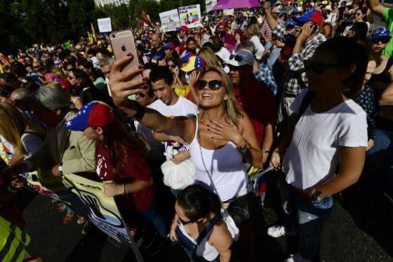 Miles de venezolanos marcharon en Madrid contra el presidente Maduro