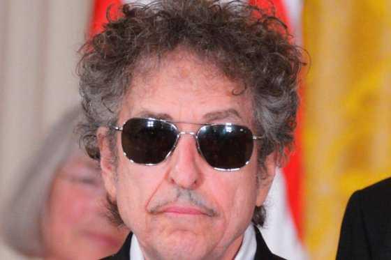 Tras otorgar Nobel de Literatura, Academia sueca no ha podido contactar a Bob Dylan