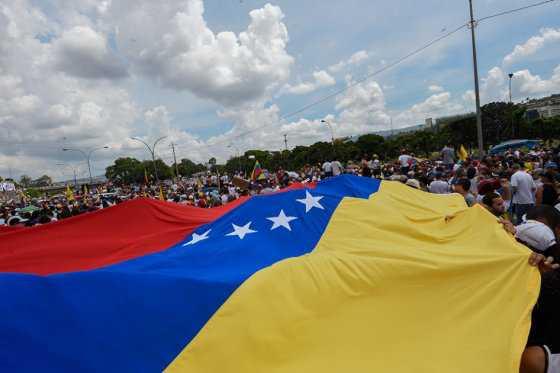 Gobierno acude a cita para diálogo en Venezuela, a la espera de oposición