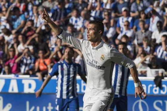 Cristiano acabó con la sequía: marcó triplete en la victoria del Madrid ante el Alavés