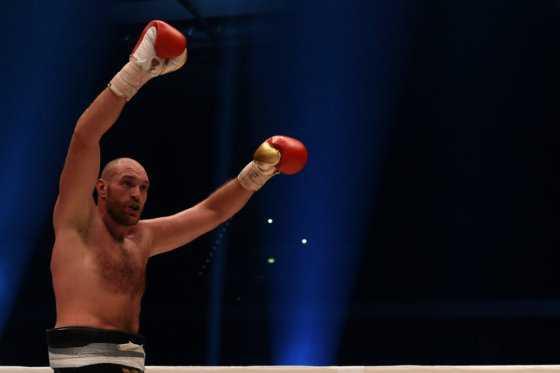 Boxeador Tyson Fury renunció a sus títulos mundiales por consumir cocaína