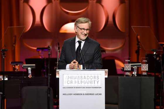 Steven Spielberg celebra sus 70 años trabajando en la quinta entrega de «Indiana Jones»
