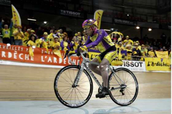 Toda una hazaña: francés de 105 años establece récord mundial en bicicleta