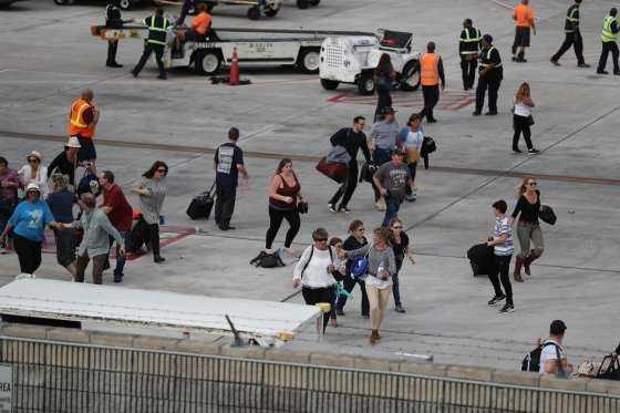 Reabre el aeropuerto de Florida tras tiroteo que dejó cinco muertos