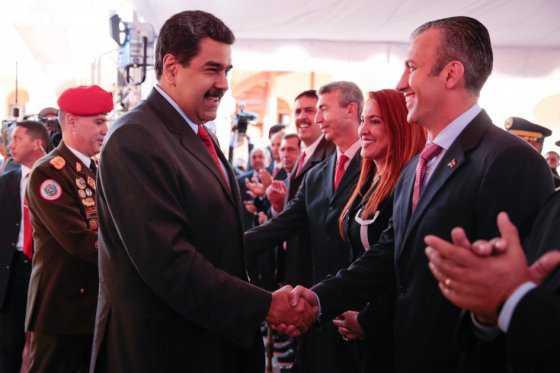 """Maduro se """"blinda"""" y nombra nuevo vicepresidente, su relevo en caso de ser revocado"""