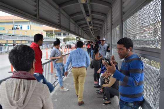 EE.UU. deportó a 71 cubanos detenidos antes de eliminar ley de «pies secos/pies mojados»