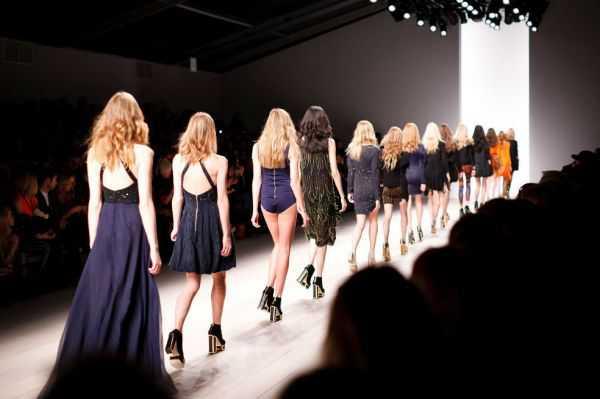 Modelos denuncian presión de la industria de la moda para perder peso