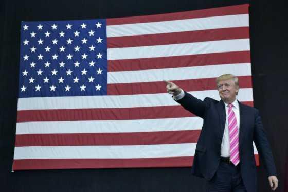 Trump amenaza recortar fondos luego de protestas en universidad