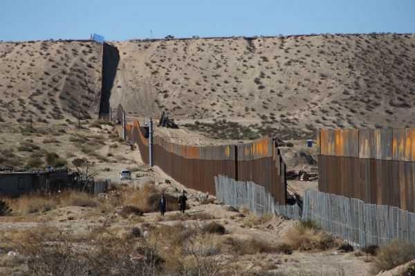 """¿Cómo pagarán los """"bad hombres"""" el muro?"""