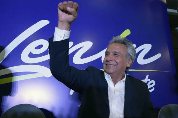 Lenin Moreno encabeza la elección presidencial en Ecuador