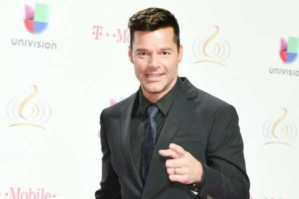 Ver a John Travolta semidesnudo ayudó a Ricky Martin a asimilar que era homosexual