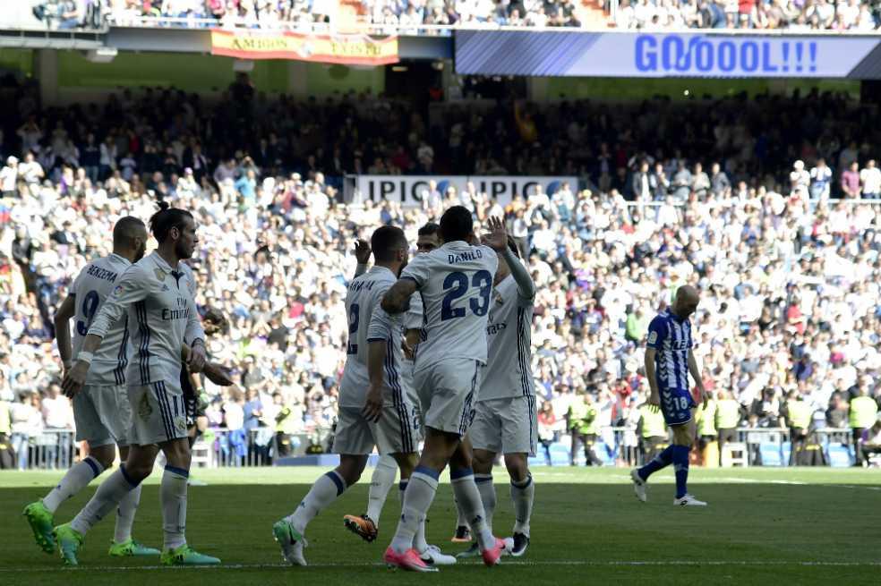 Real Madrid venció al Alavés y se mantiene líder en España