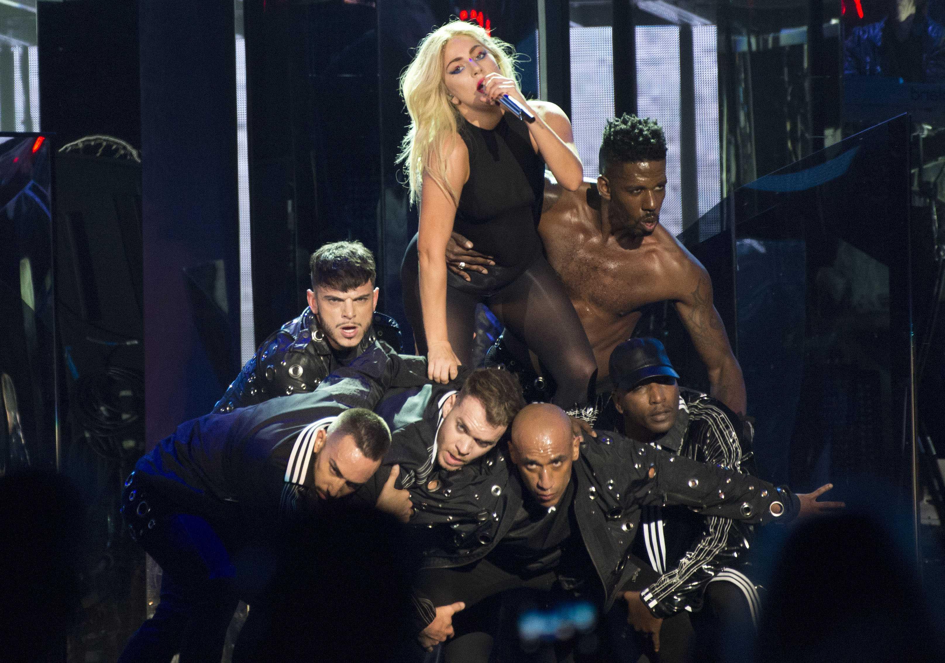 Lady Gaga fue la protagonista en el segundo día de Coachella