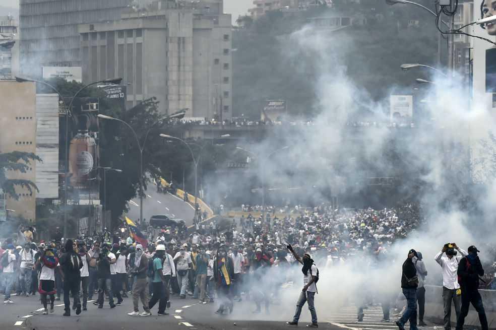 Hombre murió baleado durante manifestación en barriada de Caracas