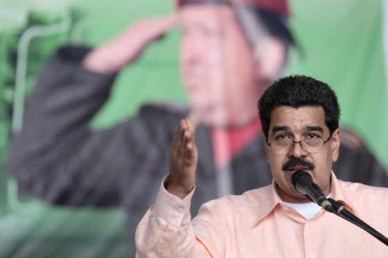 Maduro saluda disposición del papa Francisco a mediar en Venezuela
