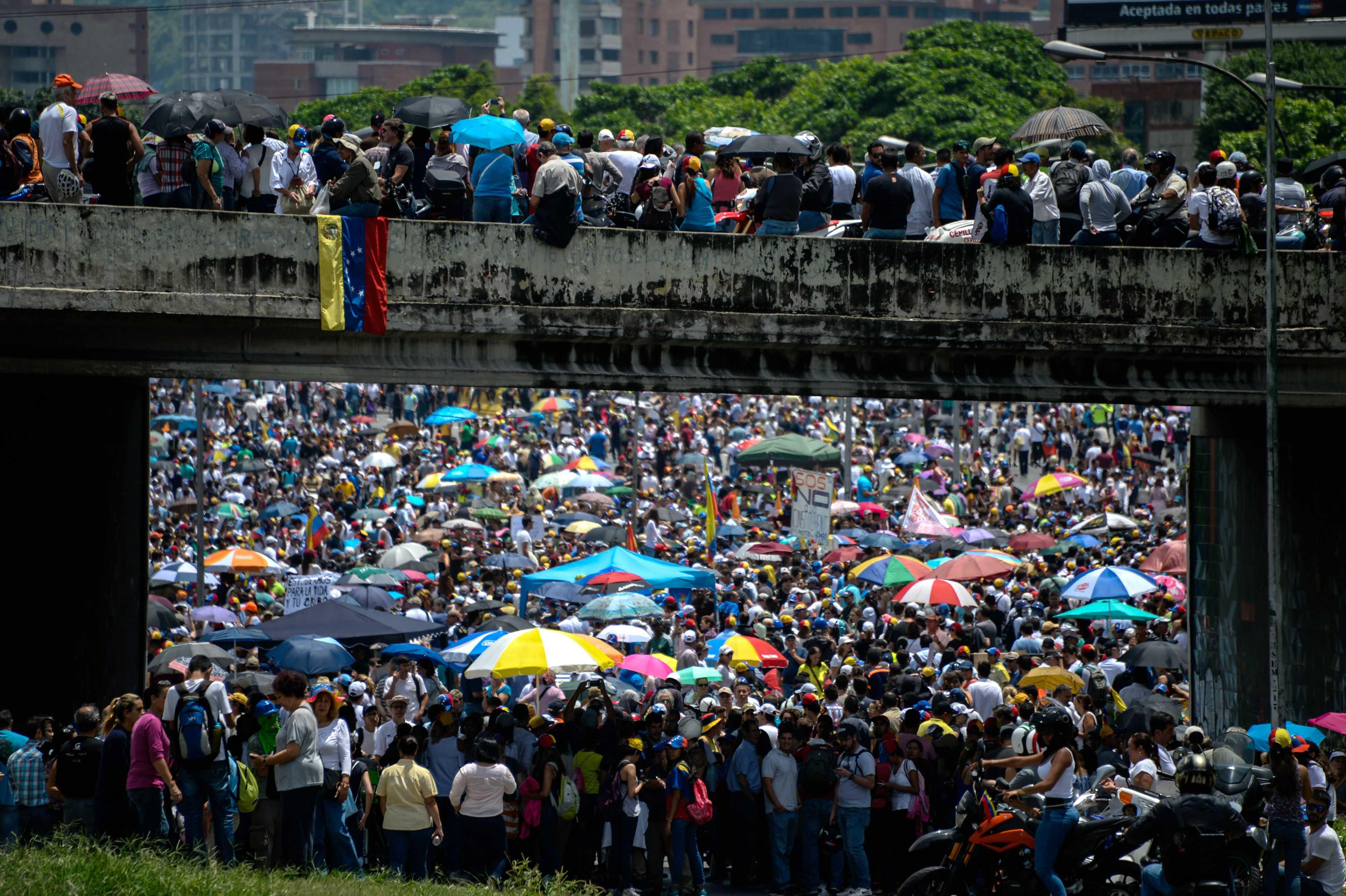 Mueren dos manifestantes y suben a 41 los muertos en protestas en Venezuela