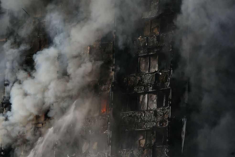 Autoridades quisieron ahorrar en renovación de torre incendidada en Londres