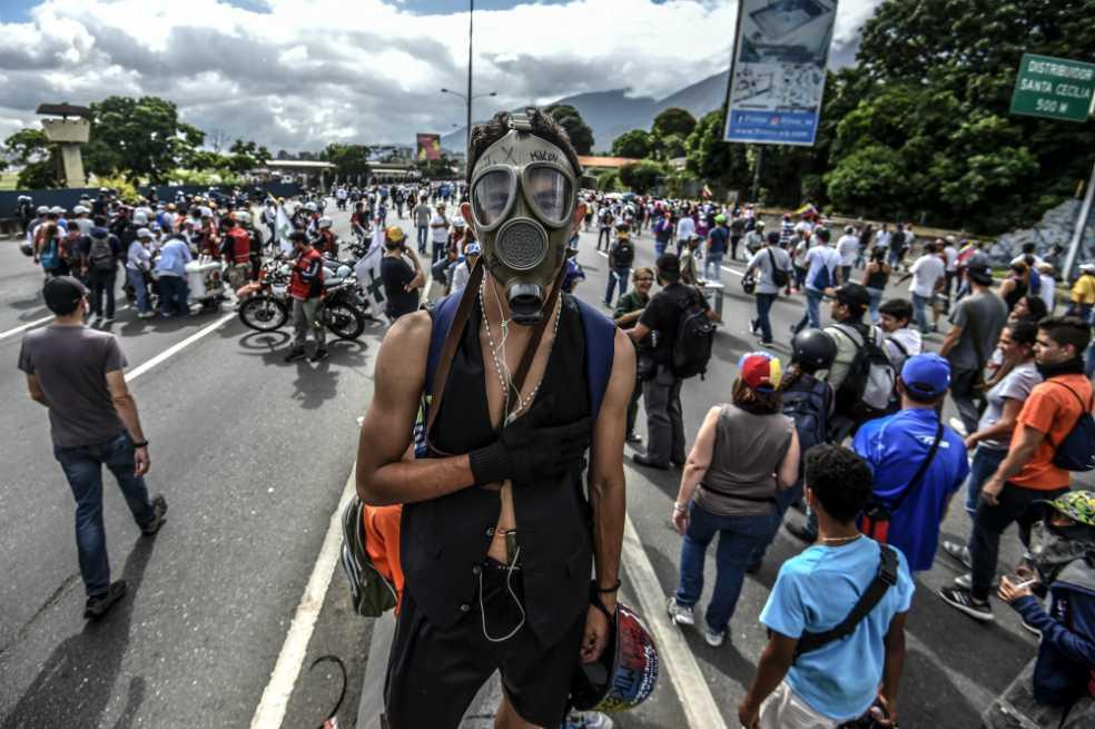 Liberan a 31 estudiantes detenidos durante protestas en Venezuela