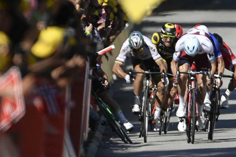 Un codazo marca el adiós de Peter Sagan del Tour de Francia