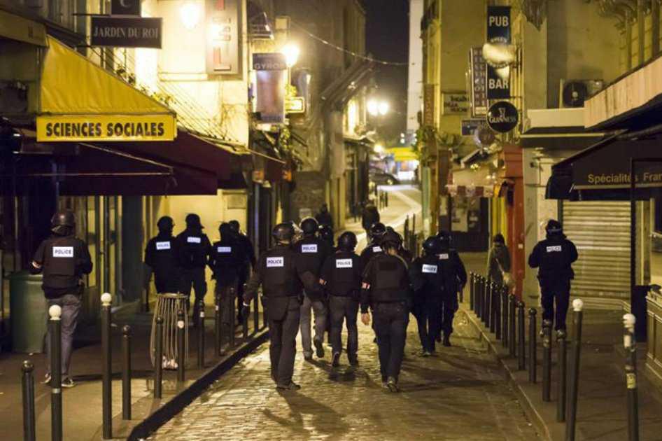 Un terrorista de los atentados de París de 2015 sigue libre y sin identificar