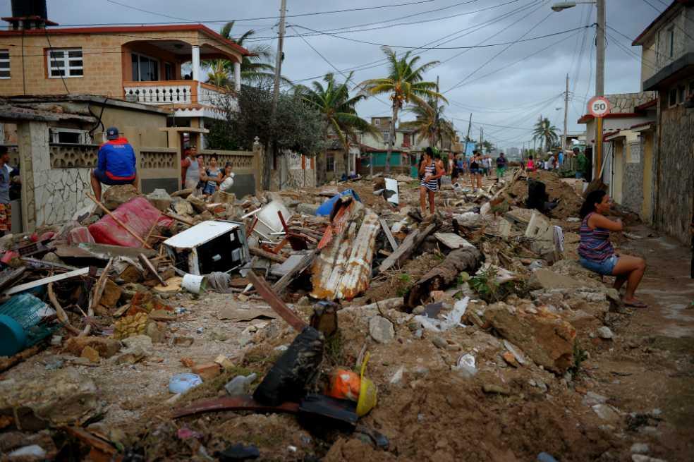 Huracán Irma baja a categoría 1, con vientos máximos a 120 km/h