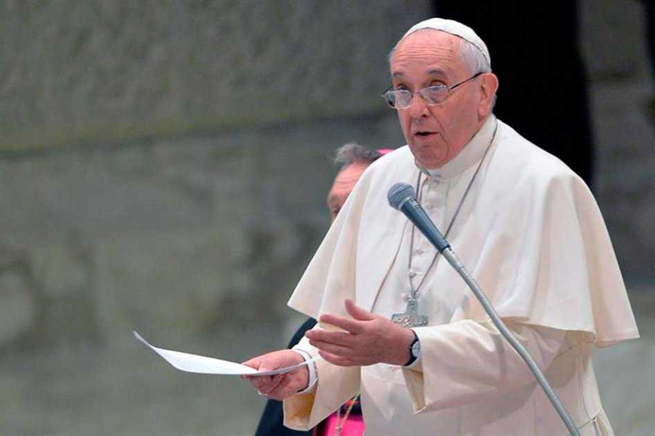 Papa pide acoger refugiados con los brazos abiertos
