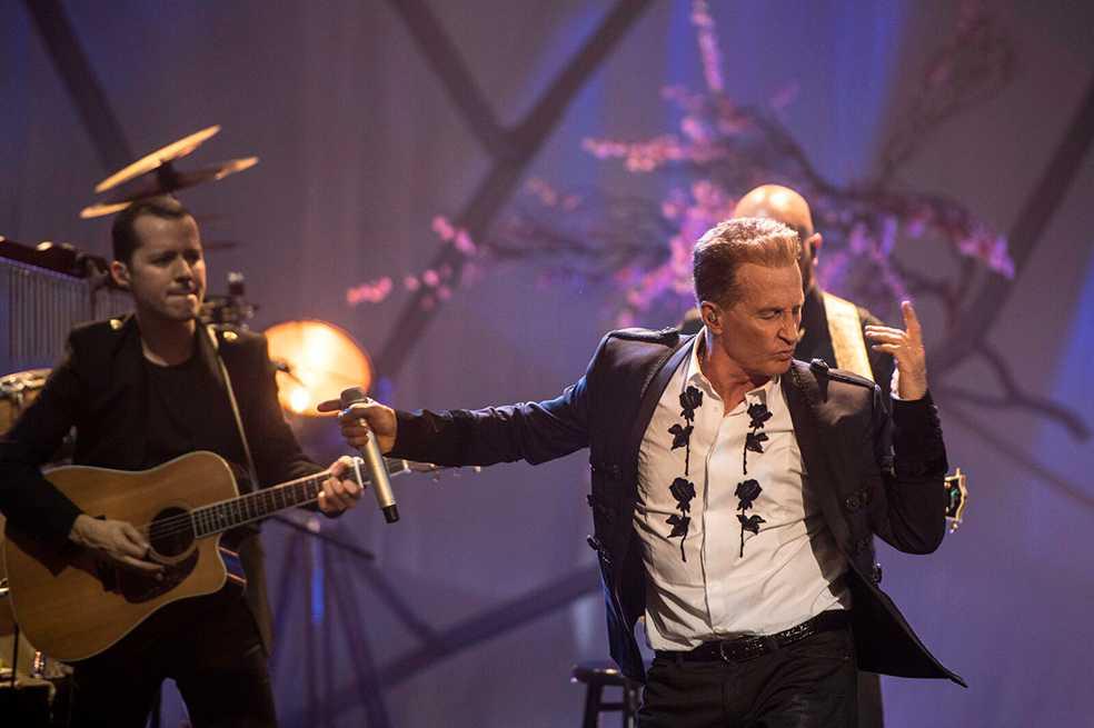 Emmanuel celebra 40 años de carrera con un MTV Unplugged