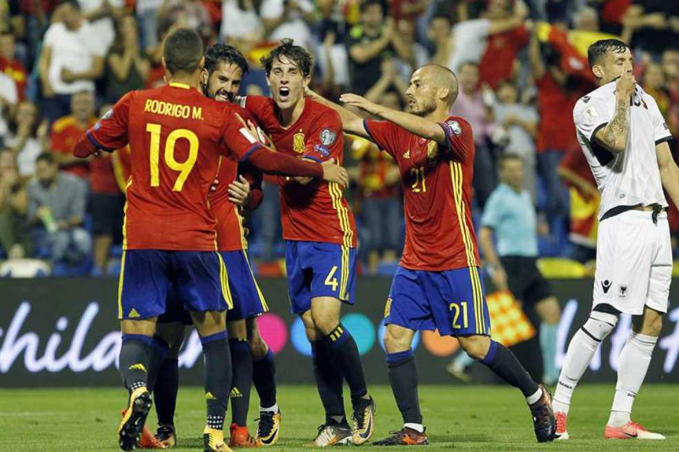 España golea y clasifica a Rusia 2018