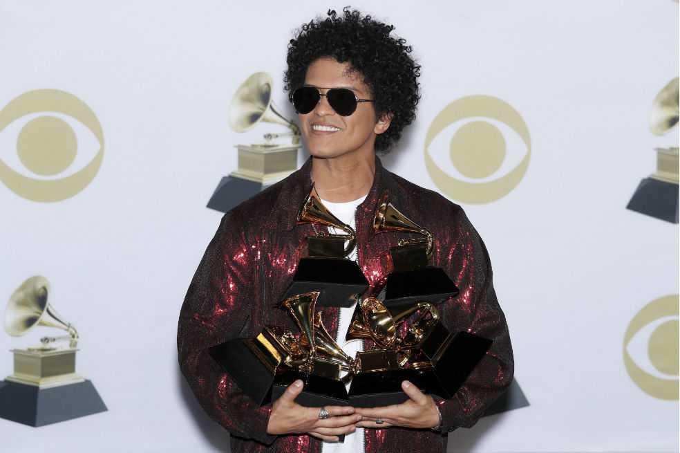 Bruno Mars hace magia y arrasa en los Grammy