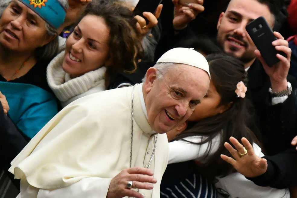 Los escándalos sexuales persiguen al papa Francisco