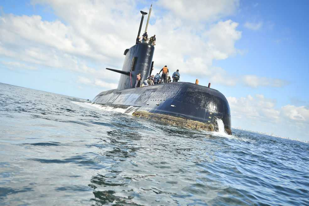 Armada Argentina reúne a familiares para informarles sobre búsqueda de submarino