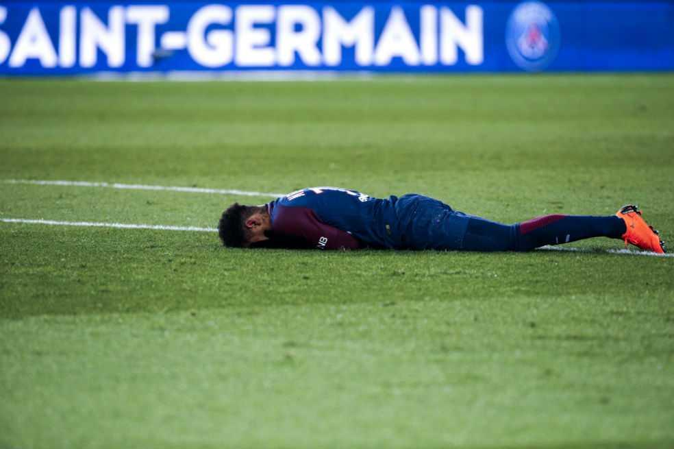 Neymar decide operarse y estará fuera de las canchas dos meses, según Globoesporte